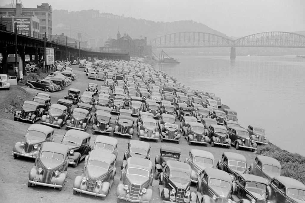 pittsburgh-cars-parked-by-river-6