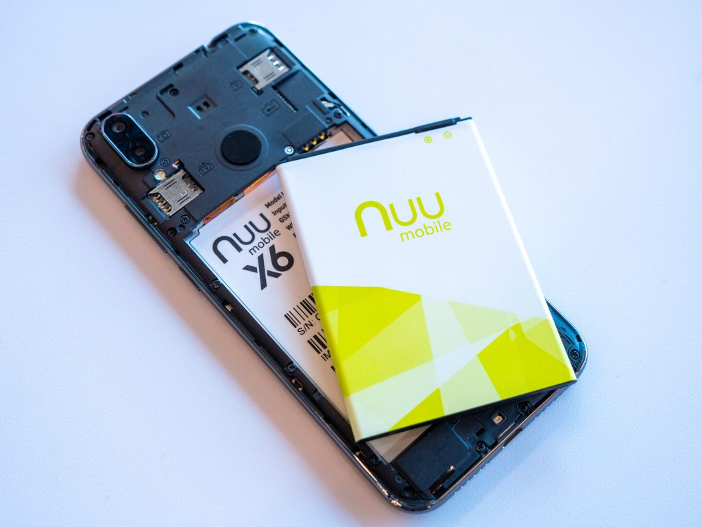 Nuu X6 Android Phone with the back off.